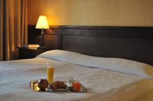 A bed or beds in a room at Hotel Izvora