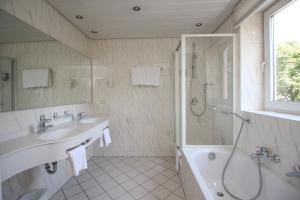 A bathroom at Hotel Leopold