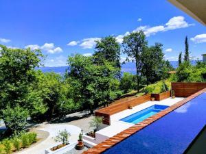 The swimming pool at or close to Villa Papillon
