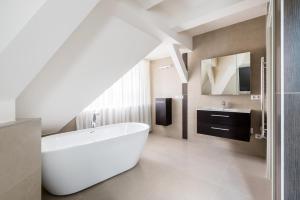 A bathroom at Úttö Luxury Suites