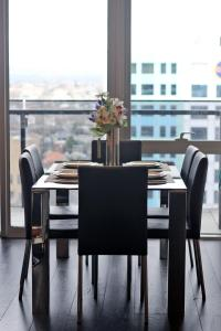 A restaurant or other place to eat at STYLISH 2BR 2BTH + CAR = HEART OF SOUTH YARRA