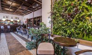 Ресторант или друго място за хранене в Зара Хотел