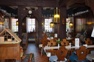 Ein Restaurant oder anderes Speiselokal in der Unterkunft Hotel Schmuckkästchen