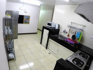 A kitchen or kitchenette at Koti