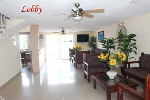 The lobby or reception area at Hotel Barracuda