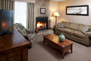 A seating area at Maligne Lodge