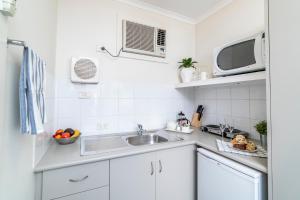 "A kitchen or kitchenette at ""Aqua Waves"" Glenelg Central Studios"