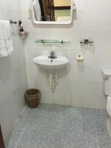 Salle de bains dans l'établissement Lang Co Beach Resort