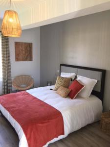 Un ou plusieurs lits dans un hébergement de l'établissement Maison de jeux- jacuzzi