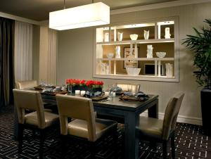 A restaurant or other place to eat at The Highland Dallas, Curio Collection by Hilton
