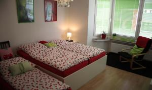 A bed or beds in a room at Apartment Bett am Rhein