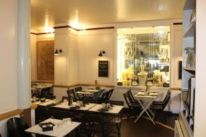 A restaurant or other place to eat at Hotel Bergamo