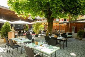 Ein Restaurant oder anderes Speiselokal in der Unterkunft Ochsen Lenzburg