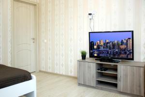 Телевизор и/или развлекательный центр в Apatment Orshanskay 2