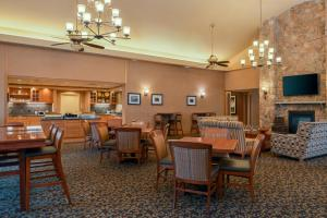 A restaurant or other place to eat at Homewood Suites by Hilton Allentown-West/Fogelsville