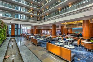 A restaurant or other place to eat at Embassy Suites Chicago Downtown Magnificent Mile