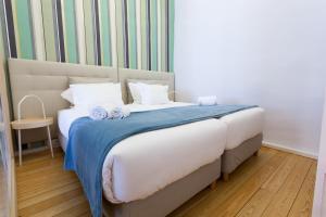 Uma cama ou camas num quarto em Oporto Invite - São Domingos - Historical Center