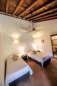 A bed or beds in a room at La Casa Amarilla