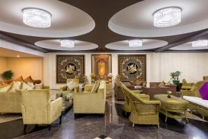 The lobby or reception area at Taw Win Garden Hotel