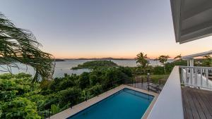A view of the pool at Bay House Whitsundays or nearby
