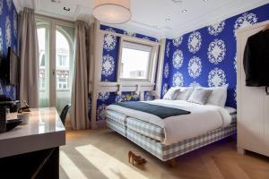 Ein Bett oder Betten in einem Zimmer der Unterkunft Amsterdam Canal Hotel