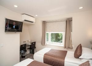 A television and/or entertainment center at NOX HOTELS - Olympia