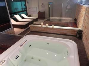 A bathroom at Apt. Cond. Barra Bali