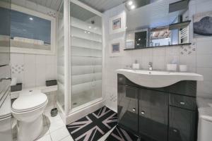Salle de bains dans l'établissement Gîtes Casalé Di Vito
