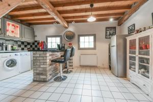 Cuisine ou kitchenette dans l'établissement Gîtes Casalé Di Vito