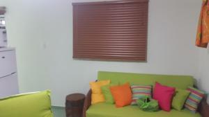 Uma área de estar em Alifra Apartment