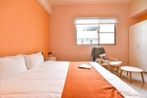 北歐旅居房間的床