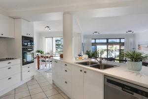 A kitchen or kitchenette at Location, location, location!