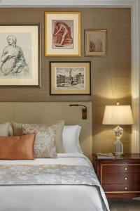 A bed or beds in a room at The St. Regis Rome