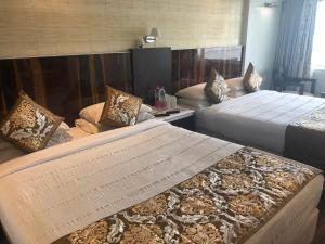 A bed or beds in a room at Hotel Holiday Resort