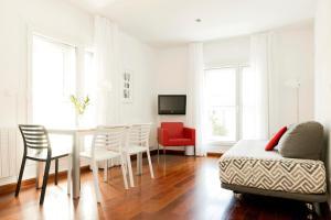 A seating area at Apartamentos Sabinas El Pilar