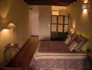 A bed or beds in a room at La Grange aux Loirs B&B