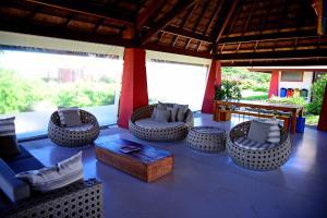A seating area at Pé na areia - Furstberger