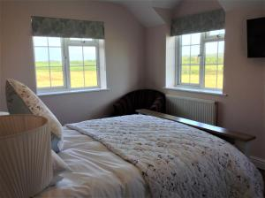 A bed or beds in a room at Frongaer Bed And Breakfast