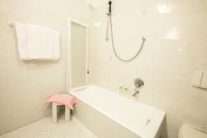 A bathroom at Albergo K2