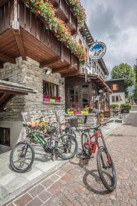 Cycling at or in the surroundings of Albergo K2