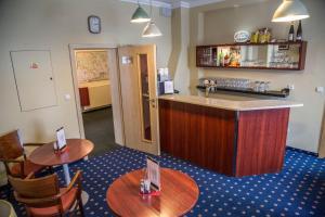 A kitchen or kitchenette at Hotel Ochsendorf