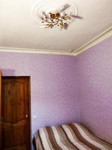 Кровать или кровати в номере Комнаты Антресоль