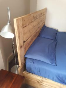 A bed or beds in a room at Ty Glyndwr Bunkhouse, Bar and cafe