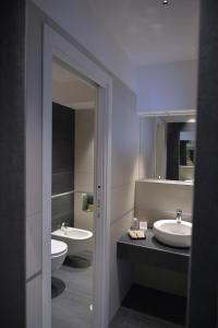 A bathroom at Reginna Palace Hotel