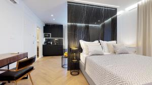 A bed or beds in a room at Luxury Apartments Illyria in Palace