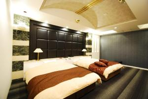 A bed or beds in a room at Hotel Free Style Okayama