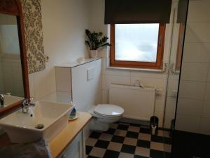 A bathroom at Apartment am Park - Erica