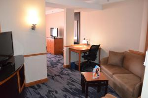 Гостиная зона в Fairfield Inn & Suites by Marriott Sault Ste. Marie