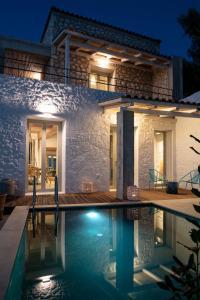 The swimming pool at or near Villa Vivere