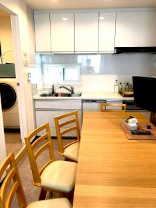 A kitchen or kitchenette at Tokyo Art House